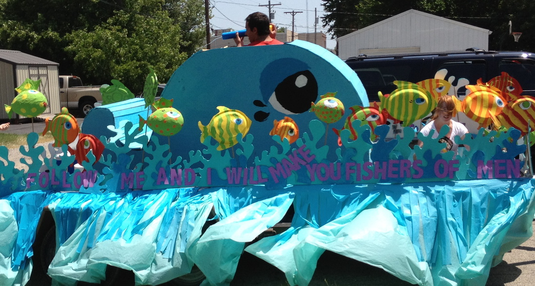 Photo parade float with shoot water • shannon christensen